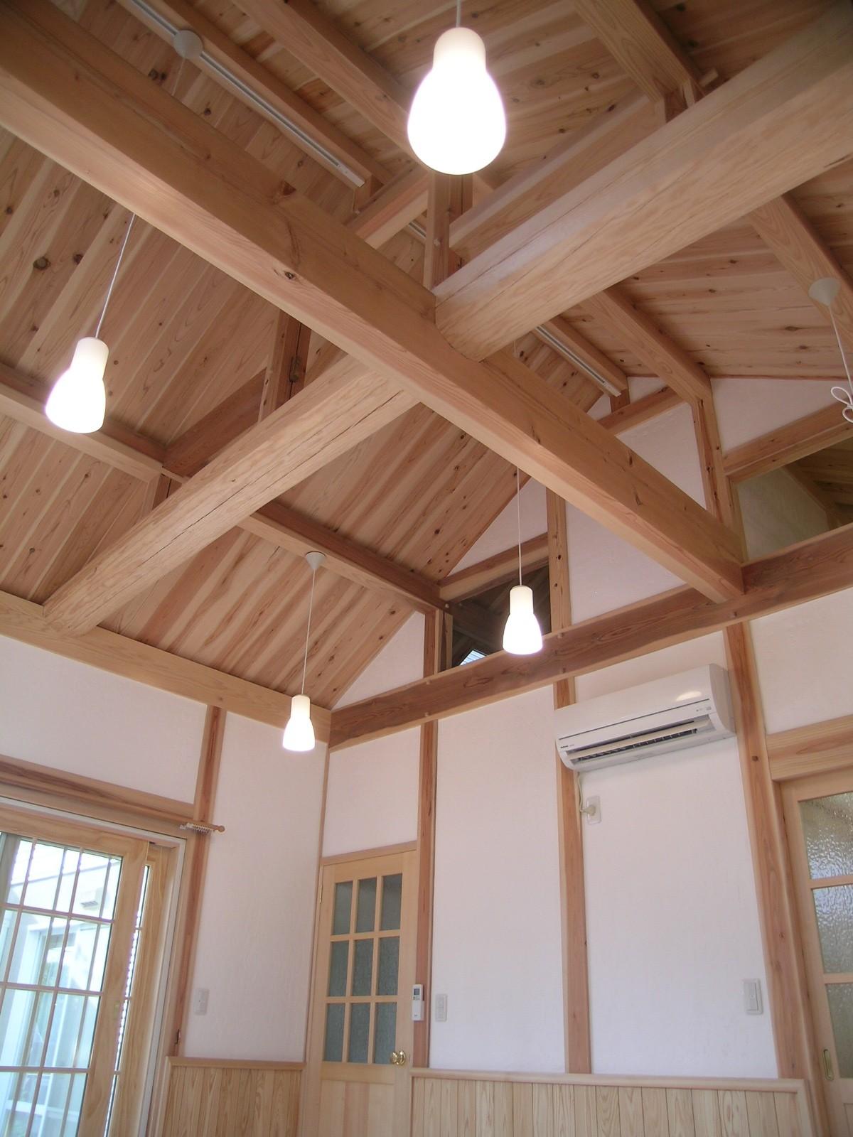 メーカーハウスを自然素材に包まれる家にリフォーム